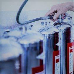 Trykprøvning på brandslukker